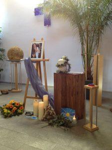 Trauerrede in der schönen Trauerhalle eines Erlanger Bestatters